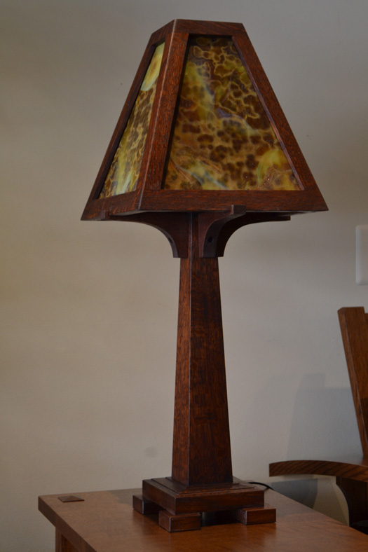 mission style stained glass oak table lamp 4th street. Black Bedroom Furniture Sets. Home Design Ideas